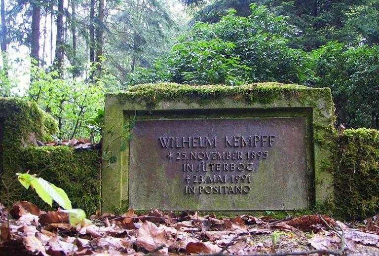 800px-Wilhelm_Kempff_Grab